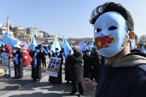 Sverige behöver göra mer för att stoppa det pågående folkmordet i Kina, skriver debattörerna från Centerpartiets Ungdomsförbund. Foto: AP