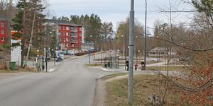 En ny gång- och cykelväg ska anläggas mellan pendeltågsstationen och centrum i Ösmo.