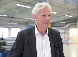 Näringslivschefen Lennart Silfverin tycker att det viktigaste är att jobben stannar i regionen Smedjebacken-Ludvika.