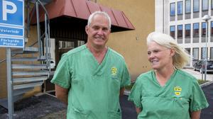 Paret Mark Collins och Liselotte Nordh Collins vid sin nya veterinärklinik Härnösand pet surgery vid gamla sjukhuset i Härnösand.