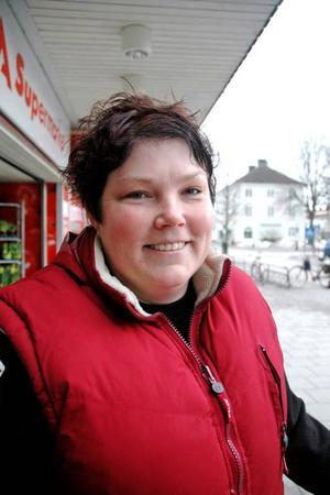 Ulrika Hellström, 35 år, Fäcklinge, jobbar inom vården:– Lägg det på vård och skola. Det är de viktigaste delarna och fungerar det bra får man också en positiv bild av kommunen.