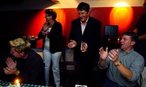 2006. Valvaka hos Centerpartiet med bland annat Reinhold Hellgren, i mitten.
