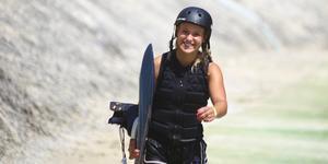 Melanie Staaf, elev på NVU:s wakeboardgymnasium, vann både guld och brons på VM i Mexiko nyligen. Foto: Jimmy Palm.