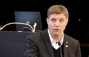– En del i att det blivit extra rörigt och sent i år är nog att det funnits en viss beslutsångest också hos majoriteten, spekulerar oppositionsråd Pär-Ove Lindqvist (M).