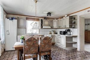 Den ena lägenhetens kök. Foto: Svensk Fastighetsförmedling Arboga