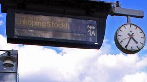 Den eviga väntan på tåget vid Västerås Centralstation. Avgångarna på eftermiddagarna är värst.