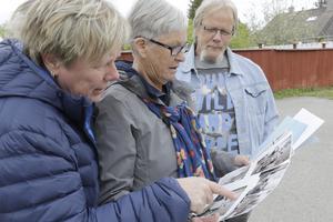 Ing-Marie Eriksson berättar att hennes föräldrar Birgit och Ingemar Eriksson också bodde i samma tornlägenhet som Birgitta och Kalle, men lite tidigare, i början av 1950-talet. Här kollar de bilderna som Birgitta och Kalle har med sig.
