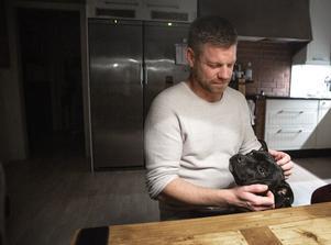 """""""Det är klart att jag är en inspirationskälla för killarna. Jag kan visa att livet kan bli schysst utan kriminalitet och droger"""" säger Eddie Andersson."""