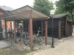 Cykelparkeringen vid pendeltågsstationen Södertälje centrum.