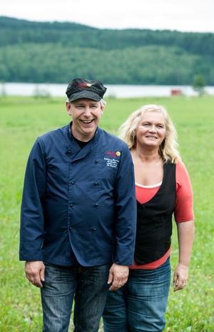 Olle Bengtsson och Liselott Dahlin är förädlare på LissEllas Senap i Garpenberg. Olle sitter också i Dala Genuine Food Awards jury och Liselott är ordförande i Skördefest Södra Dalarna.