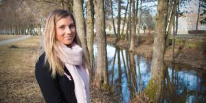 Hanna Grinneby är snart 23 och mår bra i dag, men nästan hela hennes tonårstid blev en kamp mot ätstörningarna. Nu vill hon hjälpa andra med sin bok om anorexi.