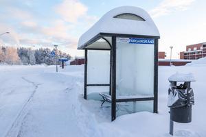 Busshållplatsen Färgargränd i Lugnvik.