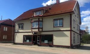 I centrala Sveg ligger lokalerna som senast innehades av Maskin & Profil. I samma byggnad finns även lägenheter.
