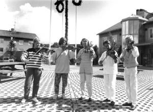 1992 fick Svenstavik ett nytt torg. Camilla Johansson, Anna Hansson, Stina Mårtensson, Magnus Adolfsson och Torbjörn Isberg från kommunala musikskolan spelade på torget.