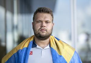 """Daniel Ståhl får kritik av skribenten för att ha kallat sig """"en svensk viking""""."""