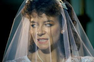 Julia Cotton (Claire Higgins ) bär på en mörk hemlighet.Foto: Sudio S Entertainmet/Njutafilms