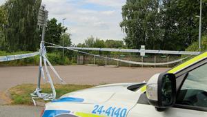 Återvinningsstationen på Omvägen i Surahammar där 55-åriga Elena Åsberg mördades på öppen gata den 1 augusti. Containrarna togs i beslag för teknisk utredning.