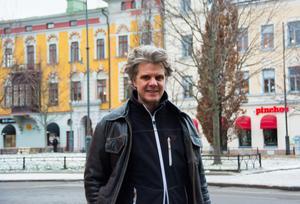 David Mjönes har spelat väldigt lite teater i Sundsvall; bara något nedslag med Riksteatern innan han kom hit med barnpjäsen