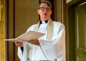 Prästen Åsa Tollén kommer att döpa alla som vill den 2 februari.