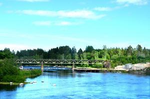 Även järnvägsbron över Ljungan, öster om gamla E4, ska rivas.