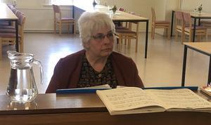 Under lagens betänketider smekte Lilian Forsman med sina fingrar fram evergreens arrangerade för piano.