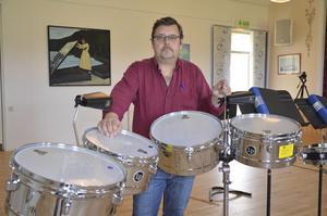 Urban Lindholm är musiklärare på Kulturskolan och har varit med och drivit slagverkslägret i sex år.
