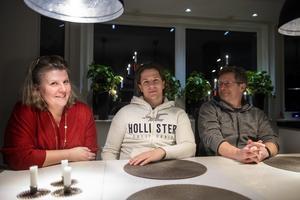 Ricky är hemma över julhelgerna med familjen i Njurunda. Föräldrarna Jane och Rolf Bredberg är glada att de får rå om sonen.