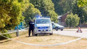 Bilden togs dagen då kvinnan påträffats. Stora polisstyrkor kallades till området där kvinnan påträffades och ett stort område spärrades av medan teknisk undersökning pågick.