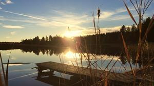 När vi kom till stugan som ligger en kvart från Fagersta gick vi ner till våran strand för att se den vackra solnedgången. Du vackra höstkväll!  Foto: Linda Rosenbrant