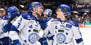 August Berg och Marcus Karlberg firar efter 2–1-segern. Foto: Daniel Eriksson/BILDBYRÅN.