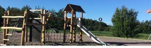 Hallsbergs kommun har byggt en ny lekplats i Ekoparken, nära Långängsskolan. Parken invigs i dag onsdag 29 augusti.Foto: Hallsbergs kommun
