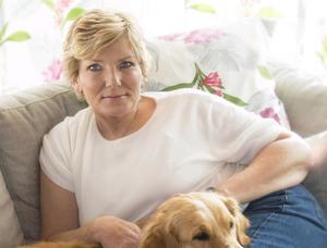 Annika Östberg dömdes för ett dubbelmord på en resturangägare och polis i USA år 1981. Efter att ha suttit i amerikanskt fängelse i 28 år blev hon flyttad till Hinsebergs fängelse i två år innan hon blev frisläppt. Efter tiden i fängelset har hon informerat om fängelsetiden och vägen tillbaka med föreläsningar, sommarprat och en bok.  Foto: Yvonne Ekholm