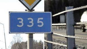 Insändarskribenten är kritisk mot vägräcken som sätts upp längs väg 335 mellan Sidensjö och Gerdal – var ska vi som går och cyklar utmed vägen ta vägen? undrar hen.