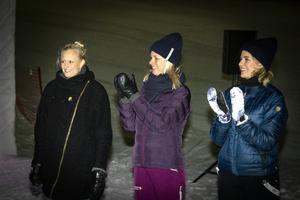 Programledaren Carolina Klüft tillsammans med programmets producent Malin Hallberg och projektledaren Anna Hallberg.