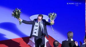Leksandslegendaren Niklas Eriksson hyllades i arenan före nedsläpp med en lång och mäktig ceremoni. Skärmdump: C More.
