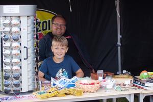 Filip Johansen, 11 med pappa Tobias har besökt bilfesten tre år i rad i Västerås.