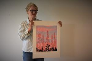 Maria Lagerborg återvänder till sina barndomstrakter när hon ställer ut sin konst på lördag.