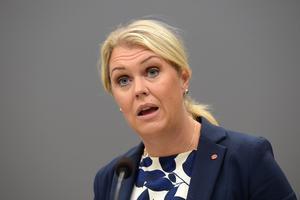 Socialminister Lena Hallengren (S) menar att beredskapen måste ses över. Foto: Henrik Montgomery / TT