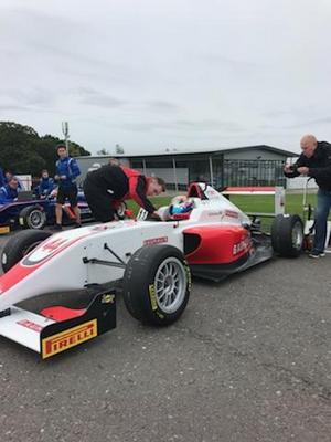 Hampus Ericsson tog en pallplats i formel 3-debuten i höstas. Nu har han bytt Fortec-stallet, som han körde mot då, mot regerande mästarteamet Double R Racing. Arkivfoto