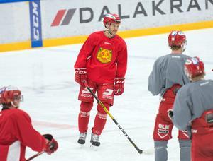 Niklas Fogström förlängde nyligen sitt korttidskontrakt med Mora över resten av säsongen. Mot Modo är finländaren tillbaka efter sin tre matcher långa avstängning.