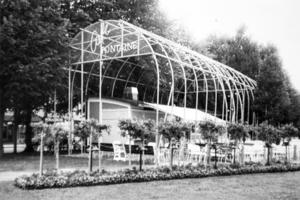 Café Fontaine 1986. En blandning av cirkusvagn och klätterställning har Arbetarbladet Ulf-Ivar Nilsson liknat serveringen vid. Bild: Lennart Pettersson