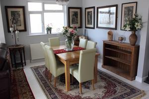 Blanda gärna olika stilar, som en äldre matta till moderna möbler.Foto: Adobe Stock
