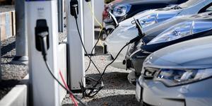 """""""Var hamnar alla dagens fungerande bilar och morgondagens uttjänta batterier?"""" undrar signaturen Alla kan inte bo och åka kollektivt Foto: Anders Wiklund/TT"""