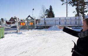 Johanna Faerden tycker att det är extra viktigt med säkerheten eftersom bygget ligger mellan skolan och förskolan.