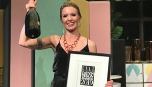 En glad och rörd Erika Åberg fick priset som Årets Inspiratör på Elle Decoration Swedish Design Awards 2019.