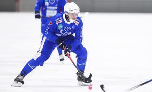 Adam Herou Löf ersatte Robin Lundqvist på högerhalven, vilket lämnar ett tomrum på mitten.