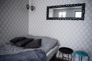 Sovrummet i den lilla gäststugan.