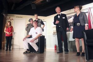 En skrattfest på premiären av Teaterspegelns