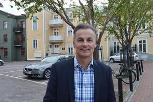 Pelle Eriksson, chef för Norconsults nya Borlängekontor som ligger centralt beläget i en gammal träbyggnad.