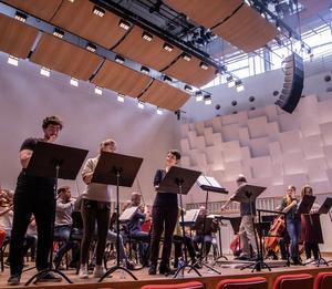 """Från repetitionerna inför lördagens konsert där operetten """"Den gyllene bruden"""" spelas. Foto: Örebro konserthus"""
